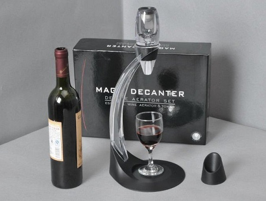 aerator-vina_Magic-Decanter_bogofi